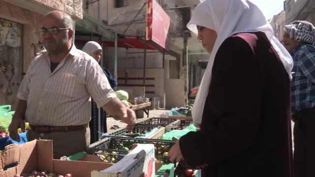 still shot of a produce vendor. - 聖地パレスチナ点の映像素材/bロール