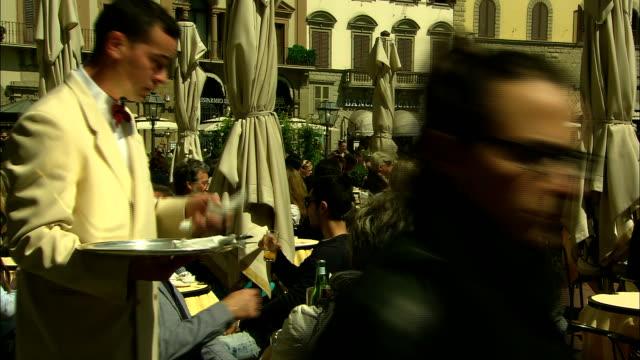 still shot of a waiter handing out silverware - bordsduk bildbanksvideor och videomaterial från bakom kulisserna