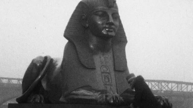 still shot of a woman sitting in front of a sphinx statue posing for a picture - 1925 stock videos & royalty-free footage