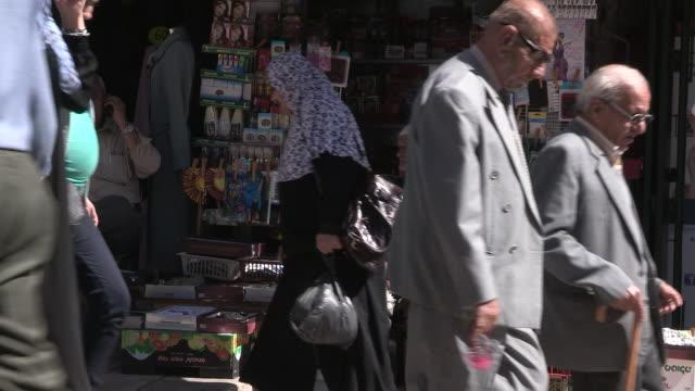 still shot of an older man selling miscellaneous goods. no audio - 聖地パレスチナ点の映像素材/bロール