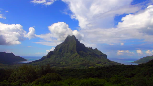 still shot of french polynesian mountain - insel moorea stock-videos und b-roll-filmmaterial