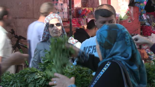 still shot of produce vendors - イスラエル点の映像素材/bロール
