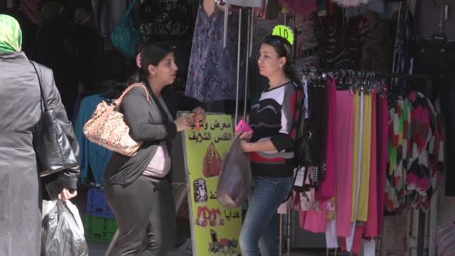 still shot of two women standing in front of a shop. - 聖地パレスチナ点の映像素材/bロール