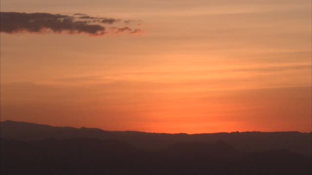 still wide shot of sunset/sunrise over horizon - horizon over land stock videos & royalty-free footage