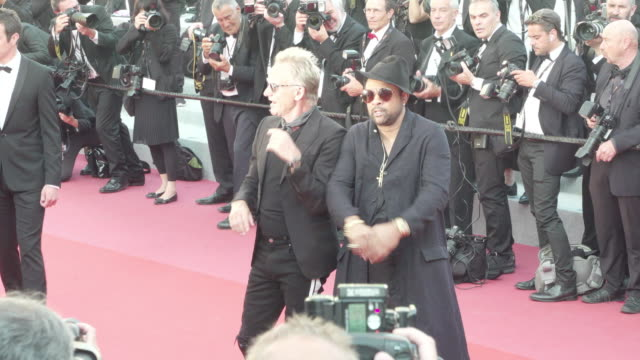 sting and shaggy shine on the red carpet of the man who killed don quixote - 歌手 シャギー点の映像素材/bロール