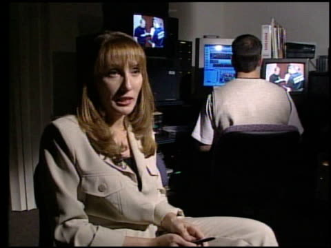 stockvideo's en b-roll-footage met / sting operation where people with outstanding warrants are invited to claim a free prize a brand new dvd player but when they arrive they encounter... - dvd