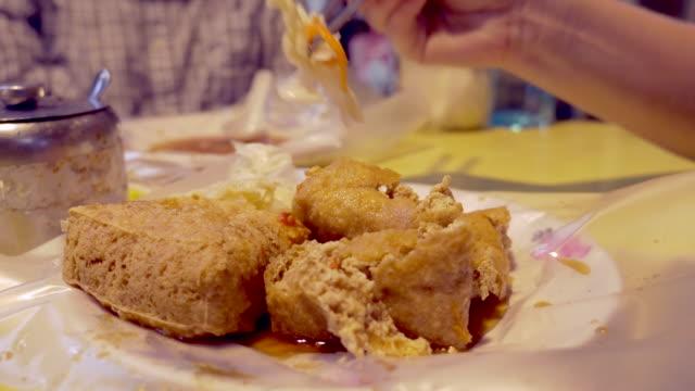 stinky tofu, taiwan - 台北市点の映像素材/bロール