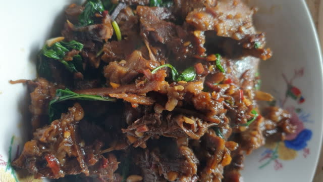 stir-fried beef and basil, thai food - thai food stock videos & royalty-free footage