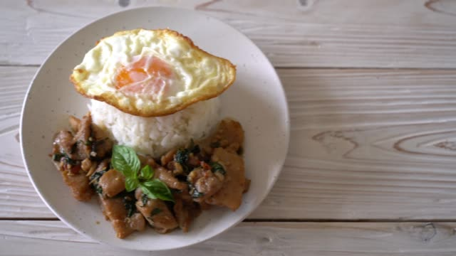 stir-fried pork with basil on rice