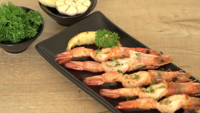 stir-fried shrimps with garlic