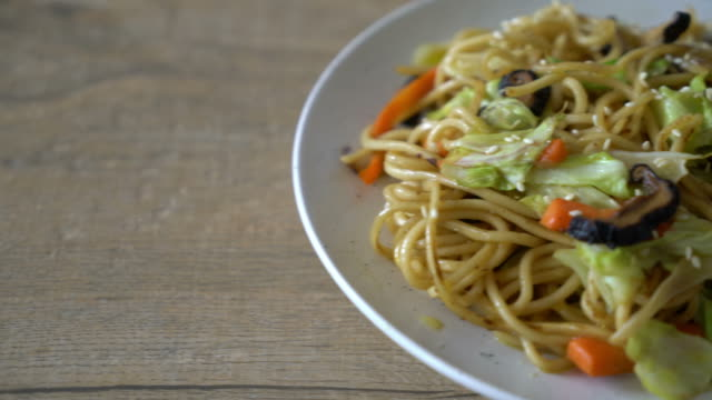stir-fried yakisoba noodle with vegetable - vegetarian food stock videos and b-roll footage