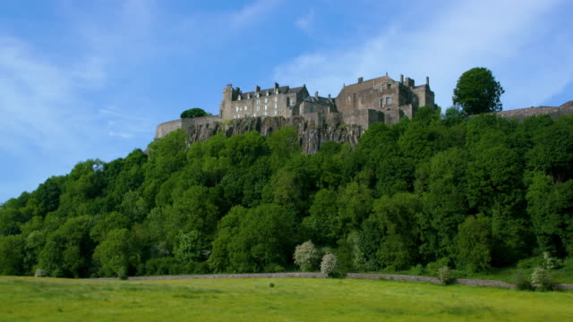 stirling castle & cliff edge, stirlingshire, scotland - stirling stock videos & royalty-free footage