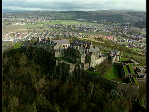 stirling grainy pix air view stirling castle gv stirling castle gv monument end - スコットランド スターリング点の映像素材/bロール