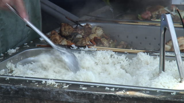 (HD1080i) Stirring & Serving Steamed White Rice (into Polystyrene Container)