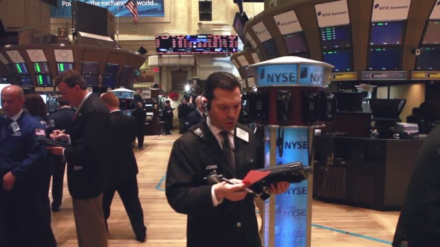 wide shot - stock brokers work on the floor of the new york stock exchange. - financial occupation stock videos & royalty-free footage