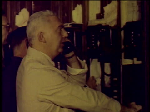 1957 montage stock exchange traders making trades on telephone / new york city, new york, united states - 1957 stock-videos und b-roll-filmmaterial