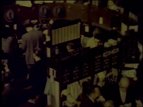 vídeos de stock, filmes e b-roll de 1957 montage nyse stock exchange trading floor / new york city, new york, united states - 1957
