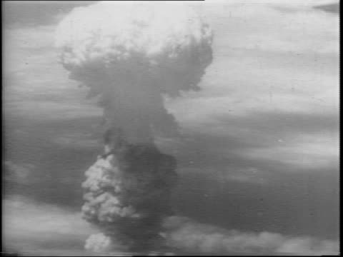 stock footage of exploding ships at pearl harbor / stock footage of the atomic explosion at nagasaki / an animated graphic of a turning globe - 原子爆弾点の映像素材/bロール