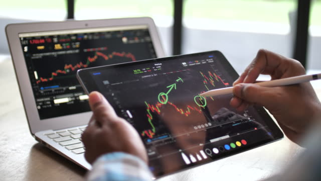 stock market analyzing - blocco per appunti video stock e b–roll