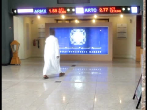 stock markets in dubai and neighbouring gulf emirate abu dhabi fell sharply on monday and then ground to a halt amid a lack of buyers, still reeling... - hinweisschild stock-videos und b-roll-filmmaterial