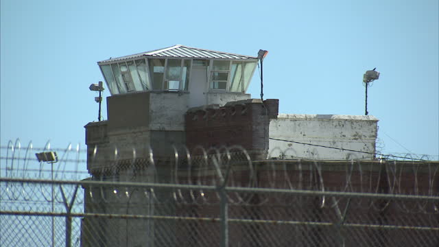 stock shots of oklahoma state penitentiary in mcalester, oklahoma. - hinrichtung stock-videos und b-roll-filmmaterial