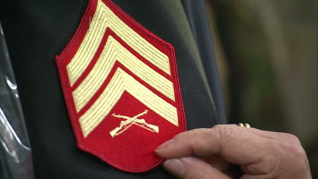 stock shots tailor sewing patch onto military dress uniform in alterations shop quantico virginia - 米国海兵隊点の映像素材/bロール