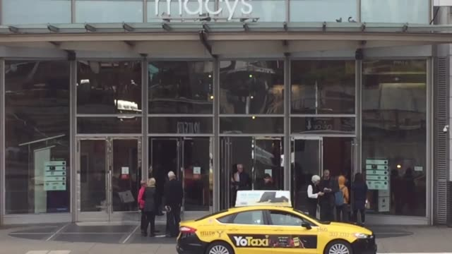 vídeos y material grabado en eventos de stock de stock spa res customers entering union square store macy's signage macy's - macy's