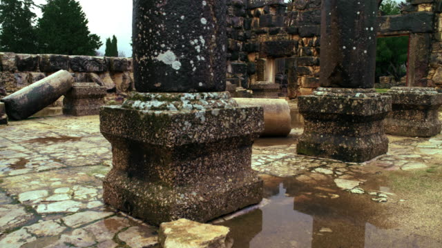 vídeos de stock, filmes e b-roll de stock video footage panorama of the interior of bar'am ruins shot in israel at 4k with red. - jerusalém