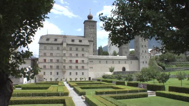 stockvideo's en b-roll-footage met stockalper palace in brig - 17e eeuw