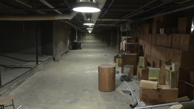 vídeos y material grabado en eventos de stock de stocked with survival crackers barrels of water and medical supplies a nuclear fallout shelter lies in basement of a dc school a remnant from the... - lluvia radioactiva
