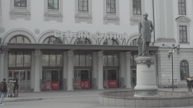 stockholm central station, train station, people walking, ungraded slog2 footage - stockholm stock videos & royalty-free footage