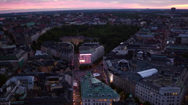 stockvideo's en b-roll-footage met luchtfoto: stockholm stad als de zon opkomt - stockholm