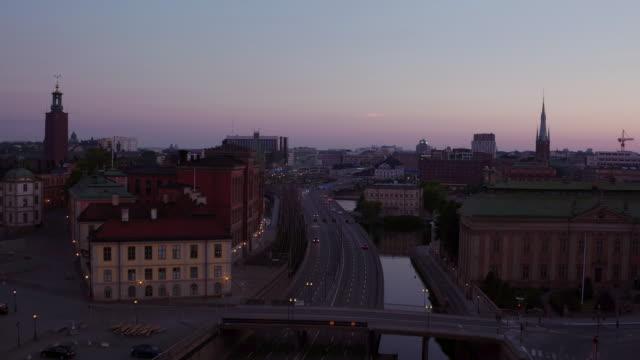 Antenne: Stockholm Stadt bei Sonnenuntergang