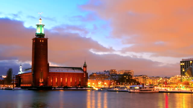 stockvideo's en b-roll-footage met stockholm cityhall at dusk - town hall