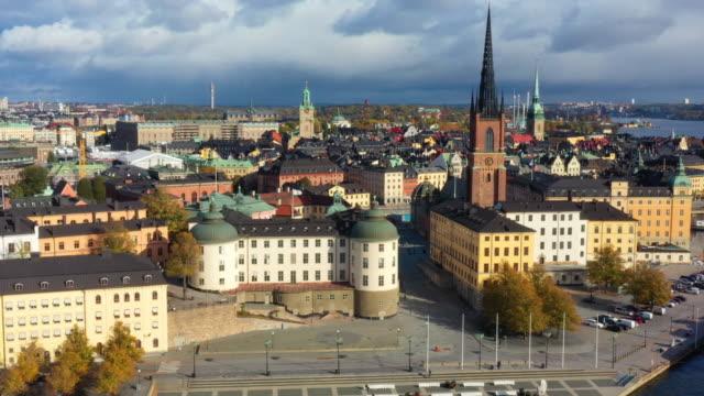 stockholms gamla stad sett från havet, drönarvy - stockholm bildbanksvideor och videomaterial från bakom kulisserna