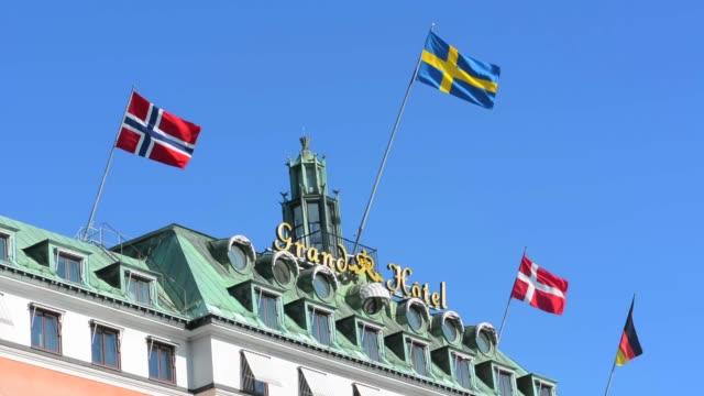 vídeos y material grabado en eventos de stock de stockholm sweden exclusive grand hotel flags on beautiful hotel luxury landmark in city - escandinavia