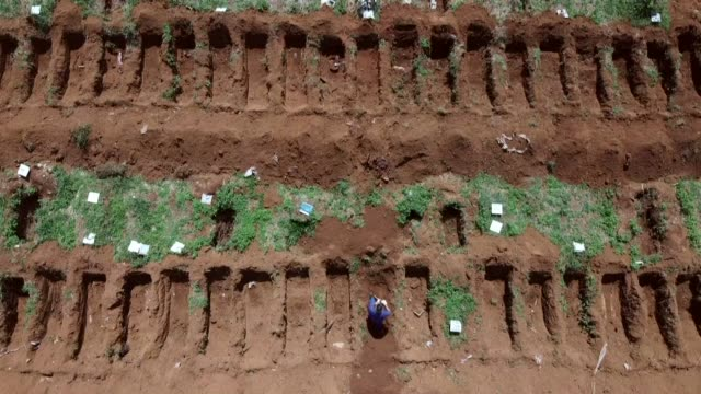 stockshots of sao paulo's vila formosa cemetery, where the number of burials has increased since the outbreak of covid-19 in brazil - place concerning death stock videos & royalty-free footage