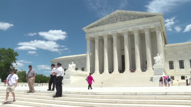 stockvideo's en b-roll-footage met stockshots of the us supreme court after it rules it illegal to fire workers based on sexual orientation - gerechtsgebouw