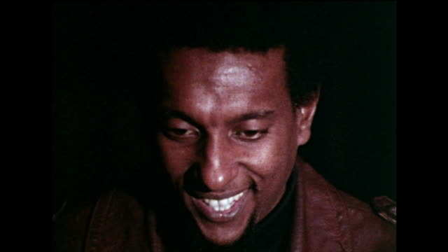 stokely carmichael recalls spending time with martin luther king and his family at home, having dinner and discussing politics, and despite their... - afroamerikansk historia i usa bildbanksvideor och videomaterial från bakom kulisserna