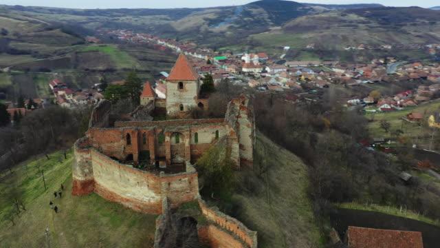 stolzenburg (slimnicului) fortress in slimnic - siebenbürgen stock-videos und b-roll-filmmaterial