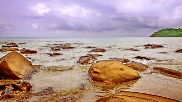 石と海 - ラジコン点の映像素材/bロール