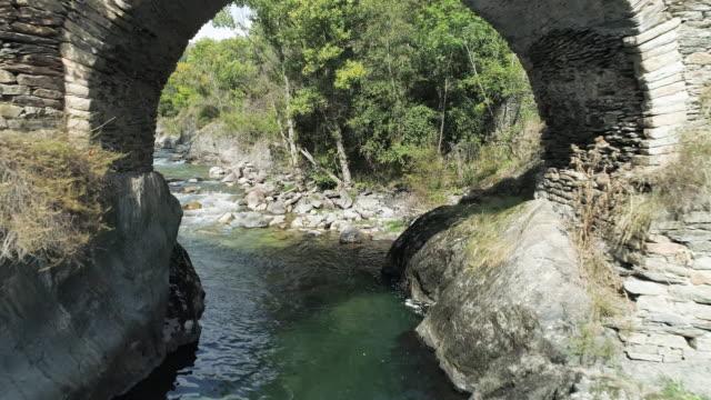 vídeos y material grabado en eventos de stock de stone arch bridge in spain, aerial - rio