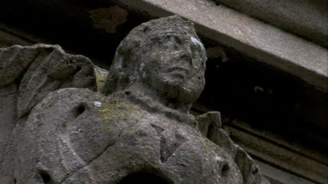 vídeos y material grabado en eventos de stock de a stone gargoyle perches above rushton triangular lodge in northamptonshire, england. available in hd. - northamptonshire