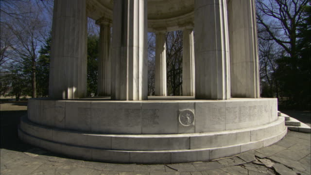 stockvideo's en b-roll-footage met stone inscriptions cover the base of the district of columbia war memorial above a crumbling walkway. - memorial