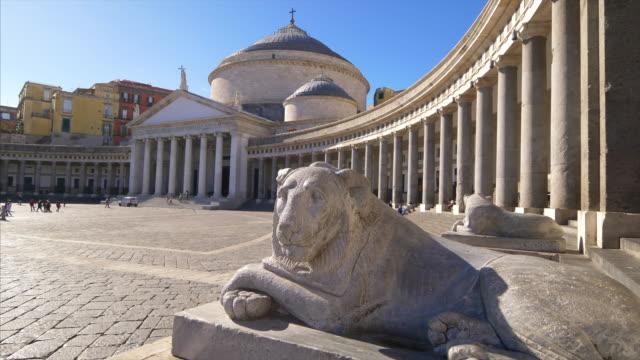 stone lion statue in front of piazza del plebiscito in naples, italy - プレビシート広場点の映像素材/bロール