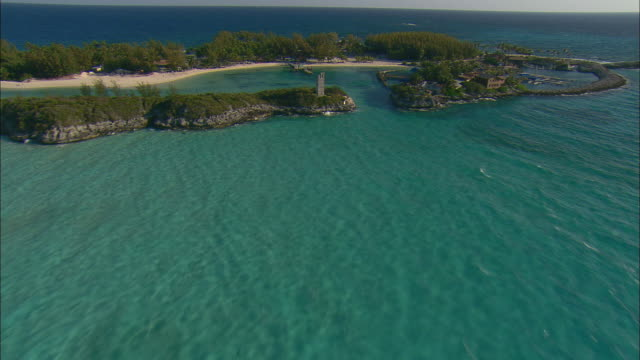 stockvideo's en b-roll-footage met aerial stone tower on resort island with lagoons and beaches near nassau, bahamas - bahama's