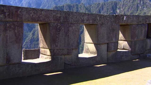 stone wall in machu picchu, peru - stein baumaterial stock-videos und b-roll-filmmaterial