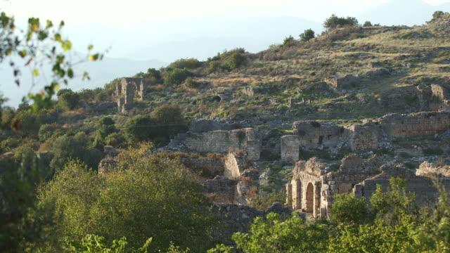 vídeos de stock e filmes b-roll de stone wall ruins in turkey - wiese