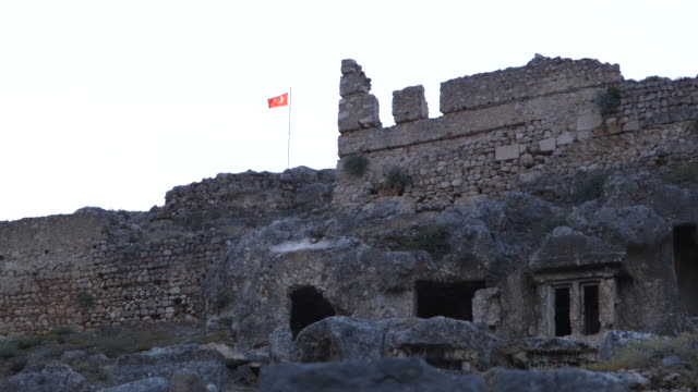 stone wall ruins with turkish flag - wiese stock videos & royalty-free footage