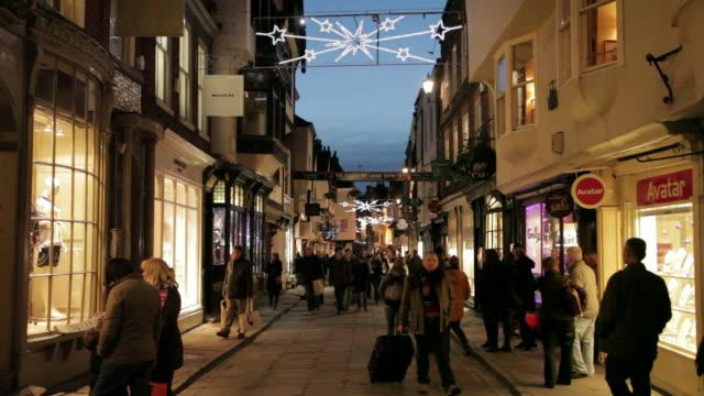 vídeos de stock, filmes e b-roll de stonegate at christmas, sheffield, south yorkshire, england, uk, europe - fachada